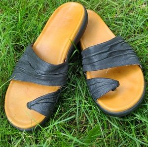 Cougar Thong Sandals